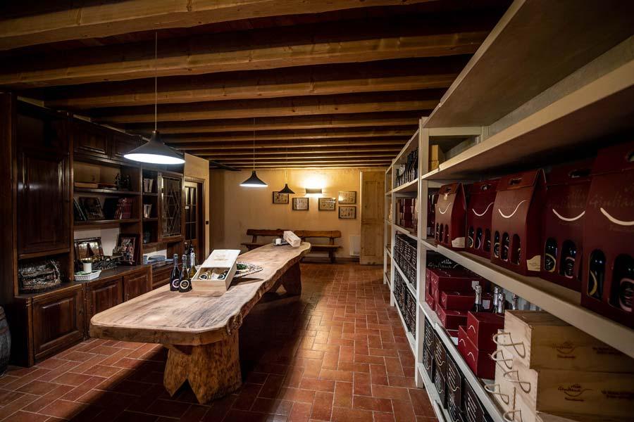Villa-Giuliana-Cantina-Interno